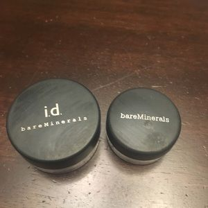 Set of 2 green eye shadows